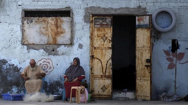 Langkah keras Presiden AS Donald Trump menghentikan bantuan bagi Palestina lewat UNRWA dinilai akan menguntungkan kepentingan Israel tetapi berisiko mengancam upaya perdamaian yang didorong AS dan meningkatkan ketegangan di Timur Tengah. (REUTERS/Mohammed Salem)