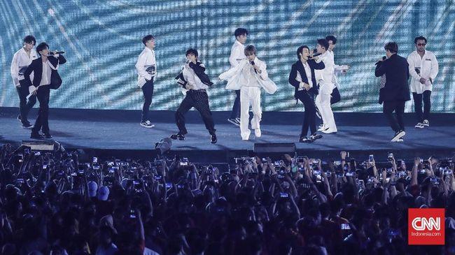 Aksi Energik dan 'Gombalan' Leeteuk di Konser Super Junior