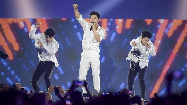 'Sorry Sorry' dan 'Mr Simple' menjadi dua lagu yang dinyanyikan Super Junior dalam upacara penutupan Asian Games 2018. (INASGOC/Wahyudin)