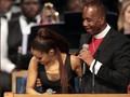 VIDEO: Pendeta Minta Maaf Dianggap Lecehkan Ariana Grande