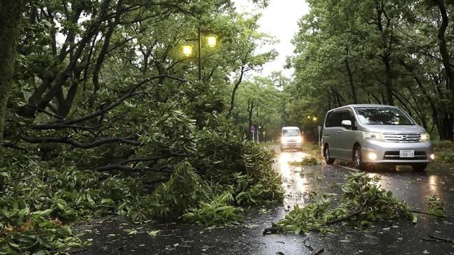 Perintah evakuasi telah dikeluarkan di berbagai wilayah di Osaka, Kyoto, Nara dan Prefektur Wakayama. (AFP PHOTO / JIJI PRESS)