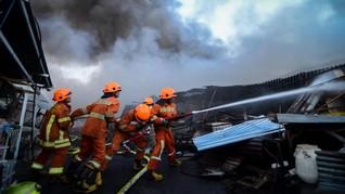Pasar Sederhana Bandung Terbakar, Pedagang Berhamburan