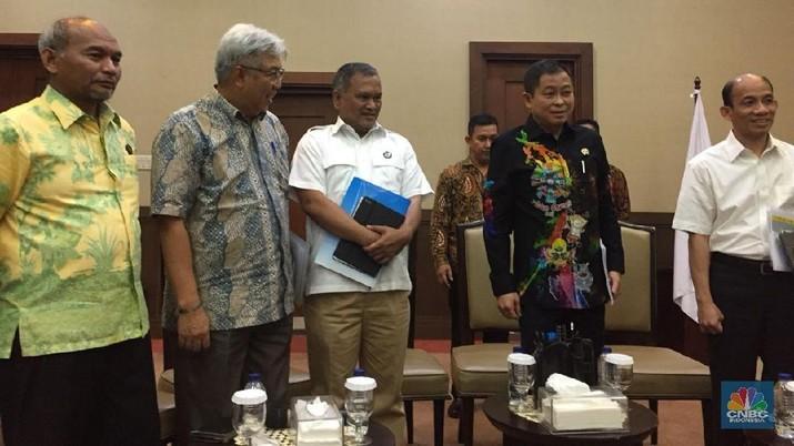 Jokowi akhirnya memutuskan untuk menunda hampir separuh proyek 35 ribu mw
