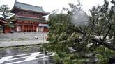 Topan ini diperkirakan akan melewati Laut Jepang pada Selasa (4/9) malam dan akan bergerak ke Utara pada Rabu (5/9) pagi yang kemudian akan melemah menjadi badai ekstratropis. (Kyodo/via REUTERS)