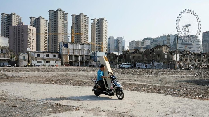 A man carries air conditioner on his scooter in Shanghai, China September 4, 2018. REUTERS/Aly Song