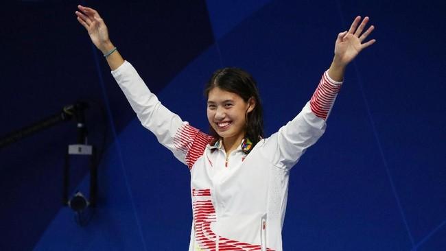 Perenang asal China Zhang Yufei meraih dua emas di nomor gaya kupu-kupu dan estafet 4x100 meter. (REUTERS/Athit Perawongmetha)