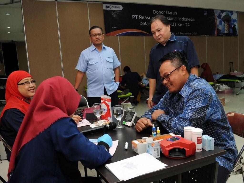 CSR donor darah yang diadakan Nasionalre dan Askrindo Grup itu semata-mata berbagi untuk sesama. Acara digelar di Kantor Pusat Nasionalre, Jakarta, Selasa (4/9). Foto: dok. NasionalRe