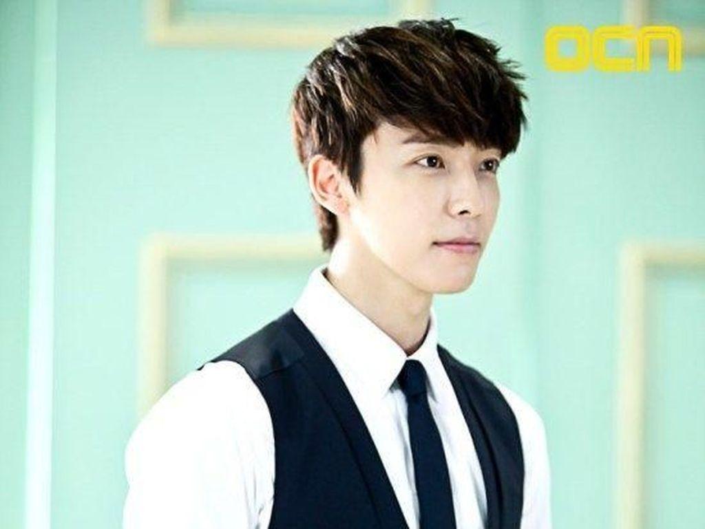 Gantengnya Donghae, Personel Super Junior yang Goyang Dayung ala Jokowi