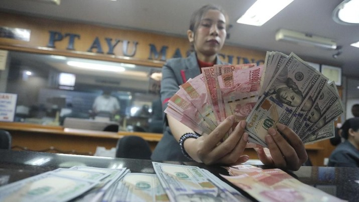 Pukul 12:00 WIB: Rupiah Masih Tak Berdaya di Rp 14.190/US$