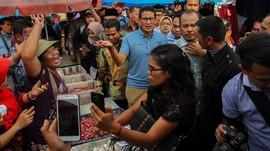 Sandi Dikejutkan Tempe Saset Saat Kampanye di Pasar Semarang