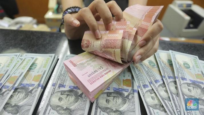 Rupiah benar-benar tertekan pada perdagangan Senin (6/5/19), pukul 12:00 WIB rupiah berada di kisaran Rp 14.325.