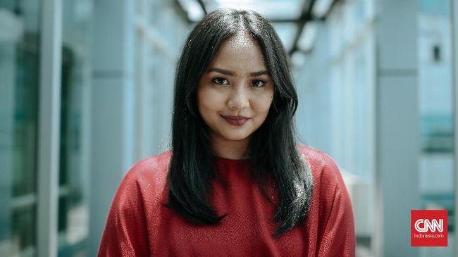 Gita Gutawa Terpincut Suara 'Empuk' Piringan Hitam