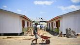Integrated Community Shelter atau hunian sementara untuk korban gempa bumi di Desa Gondang, Kecamatan Gangga, Tanjung, Lombok Utara, ini tak terbuat dari bahan baku batu bata. (ANTARA FOTO/Ahmad Subaidi)