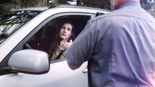 Tak Bisa Baca Pelat Nomor, Polisi Inggris Tak Ragu Cabut SIM
