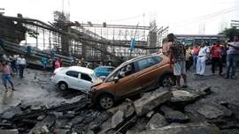 FOTO: Pilu Korban Runtuhnya Jembatan Tua di India