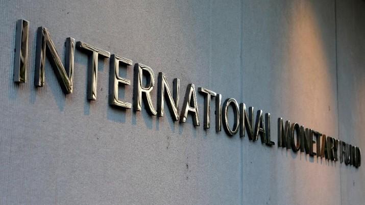 International Monetary Fund (IMF) logo is seen outside the headquarters building in Washington, U.S., as IMF Managing Director Christine Lagarde meets with Argentine Treasury Minister Nicolas Dujovne September 4, 2018. REUTERS/Yuri Gripas