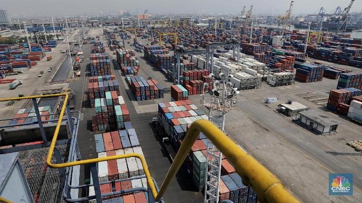 Indonesia mengenjot produksi dalam negeri untuk ekspor dan membatasi kegiatan barang impor guna memperkuat nilai rupiah agar cadangan devisa naik.