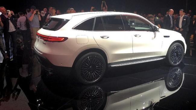 Mercedes berupaya menghasilkan kendaraan ramah lingkungan di masa depan. (REUTERS/Esha Vaishk)