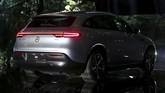 Kendaraan listrik EQC disebut untuk menjegal laju Tesla Model X yang masuk dalam kategori SUV. (TT News Agency/Soren Andersson/via REUTERS)