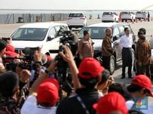 Gaya Jokowi Melepas Ekspor Mobil Toyota ke-1 Juta