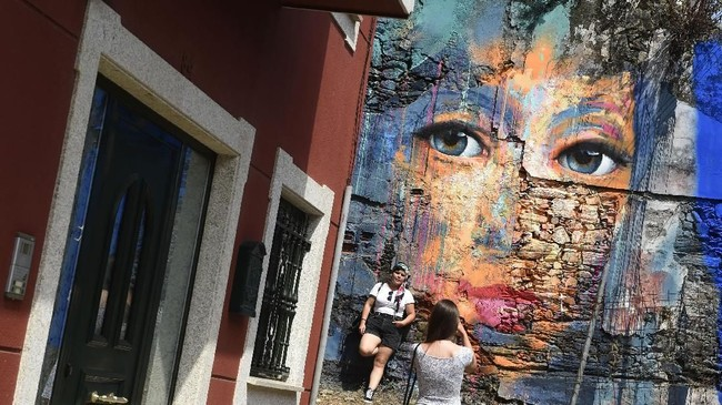 Festival mural Meninas in Canido ini diadakan setiap akhir pekan pertama pada September. (AFP PHOTO / MIGUEL RIOPA)