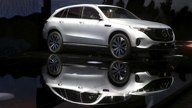 Kendaraan listrik EQC disebut akan menjegal laju Tesla Model X. (TT News Agency/Soren Andersson/via REUTERS)