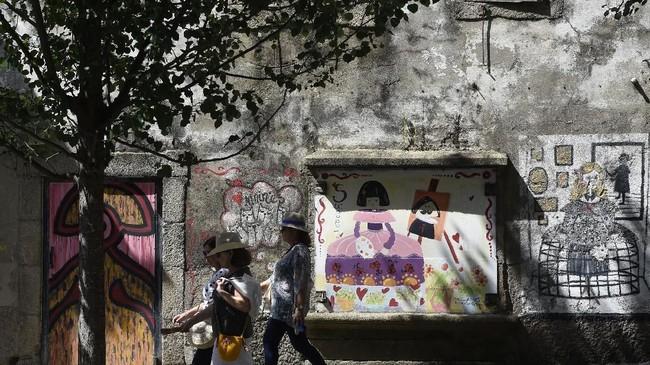 Festival mural itu bukan hanya sekadar ekspresi seni, namun juga sebagai penghias kota dan mampu jadi 'penyambung nyawa' kawasan tersebut. (AFP PHOTO / MIGUEL RIOPA)