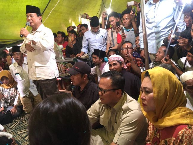 Prabowo Datangi Korban Gempa Lombok