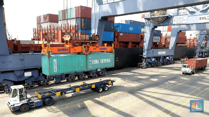 Surplus neraca perdagangan September diperkirakan lebih baik ketimbang bulan sebelumnya.