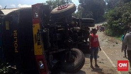 Truk Brimob Kawal Kunker Jokowi Kecelakaan, Dua Tewas
