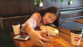 VIDEO: Kafe Reptil, Sensasi Makan Ditemani Reptil di Kamboja