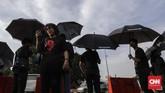 Istri almarhum Munir Said Thalib, Suciwati mengikuti aksi 'Kamisan' di depan Istana Merdeka, Jakarta, Kamis, 6 September 2018. (CNN Indonesia/Adhi Wicaksono)