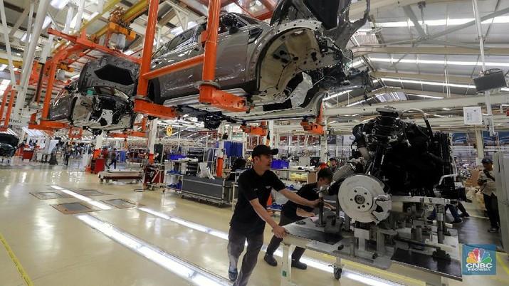 Dibayangi Proteksi Dagang, Industri RI 2019 Diramal Naik 5,4%