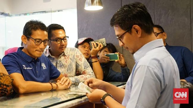 Rupiah Lemah, Sandiaga Ajak Jokowi dan Politikus Tukar Dollar