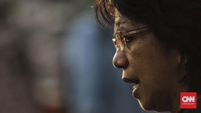 Dalam aksi Kamisan ke-522, istri aktivis HAM Munir Said Thalib, Suciwati,mengatakanakan bertemu Kepala Badan Reserse Kriminal (Kabareskrim) Polri Aried Sulistiyanto terkait kasus pembunuhan suaminya.(CNN Indonesia/Adhi Wicaksono)