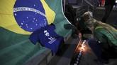 Pernyataan Bolsonaro dikenal berani, salah satunya meminta agar polisi langsung menembak mati penjahat dan pedagang obat-obat terlarang. Mantan perwira militer itu juga sempat menarik perhatian atas komentarnya yang bernada rasis dan homofobia. (REUTERS/Paulo Whitaker)