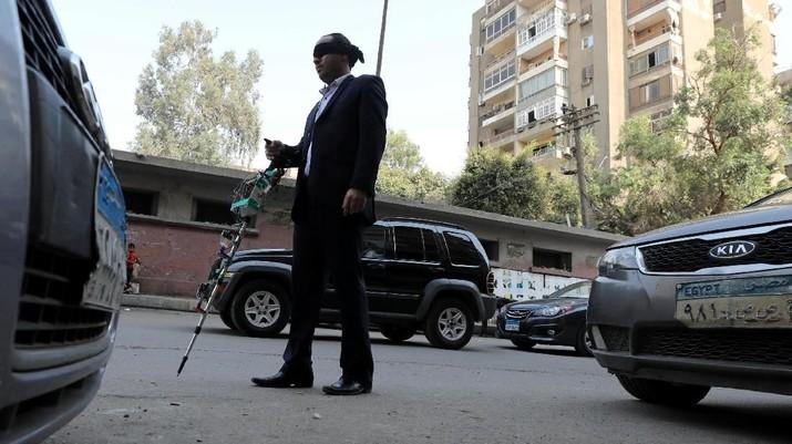 Pelajar Mesir Ini Buat Tongkat Navigasi untuk Tunanetra