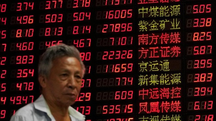 Investors look at computer screens showing stock information at a brokerage house in Shanghai, China September 7, 2018. REUTERS/Aly Song