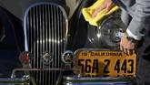 Setiap tahun nama-nama pebalap beken pada era 'jadul' hingga modern mendatangi Goodwood Revival. Selain untuk balapan menggunakan mobil klasik mereka juga mau bernostalgia atau merasakan sensasi lain. (REUTERS/Toby Melville)