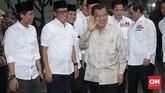 Wakil Presiden Jusuf Kalla tiba di Posko Cemara, Jakarta, Jumat, 7 September 2018. Tokoh asal Sulawesi Selatan ini didaulat menjadi Ketua Dewan Pengarah Tim Kampanye Nasional Pasangan Jokowi-Ma'ruf Amin. (CNNIndonesia/Safir Makki)