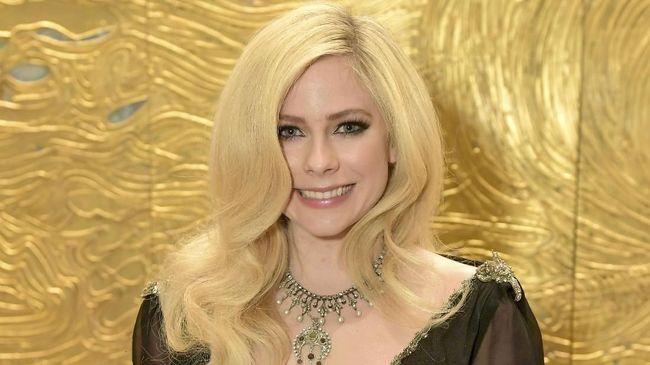 Avril Lavigne Kembali Bermusik Lewat Lagu 'Head Above Water'
