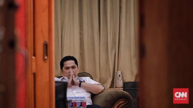 Erick Thohir mengenakan kemeja putih sebelum diumumkan Jokowi sebagai Ketua Tim Kampanye Nasional (TKN) di Posko Cemara, Menteng, Jakarta Pusat, 7 September 2018. (CNN Indonesia/Adhi Wicaksono)