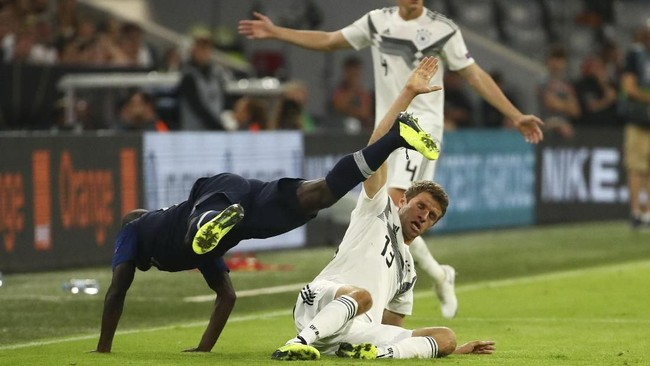 Duel di UEFA Nations League A dibuka oleh pertarungan antara juara Piala Dunia 2018 Prancis melawan Jerman yang merupakan juara Piala Dunia 2014. (REUTERS/Michael Dalder)