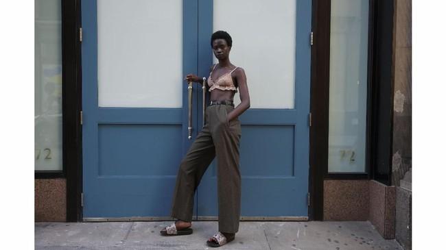 Fataou Jobe (24) berpose di Manhattan, New York, AS, 3 September 2018.