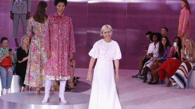 Pada tahun 2017, Kate Spade melepas label yang melambungkan namanya dan memilih mundur dari dunia mode untuk menghabiskan waktu bersama putrinya. (AFP PHOTO / Angela Weiss)