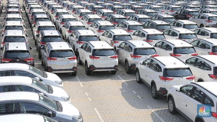 Gabungan Industri Kendaraan Bermotor Indonesia (Gaikindo) memprediksi penjualan mobil tahun ini bakal turun 12%.