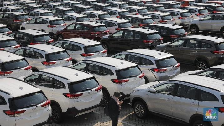 Penjualan Mobil April Tambah Anjlok, Ada Apa?
