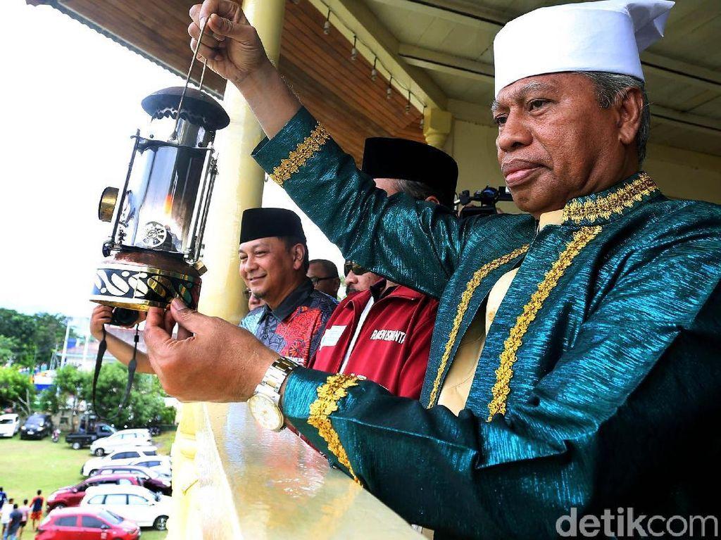 Dalam acara kirab obor nantinya akan start di Kesultanan Ternate dan diarak ke Landmark pada pukul 06.00 WIB. Ada sekitar 2000 peserta yang akan mengawal kirab obor tersebut.