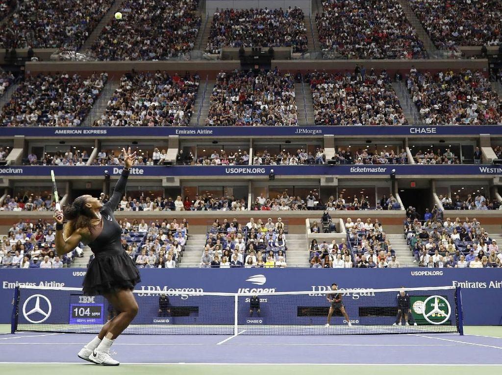 Serena Williams dan Naomi Osaka bertanding di partai final Amerika Serikat Terbuka 2018 yang berlangsung di Arthur Ashe Stadium. Geoff Burke/USA Today Sports/Reuters.