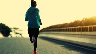 Bahaya Pakai Jaket saat Olahraga Lari